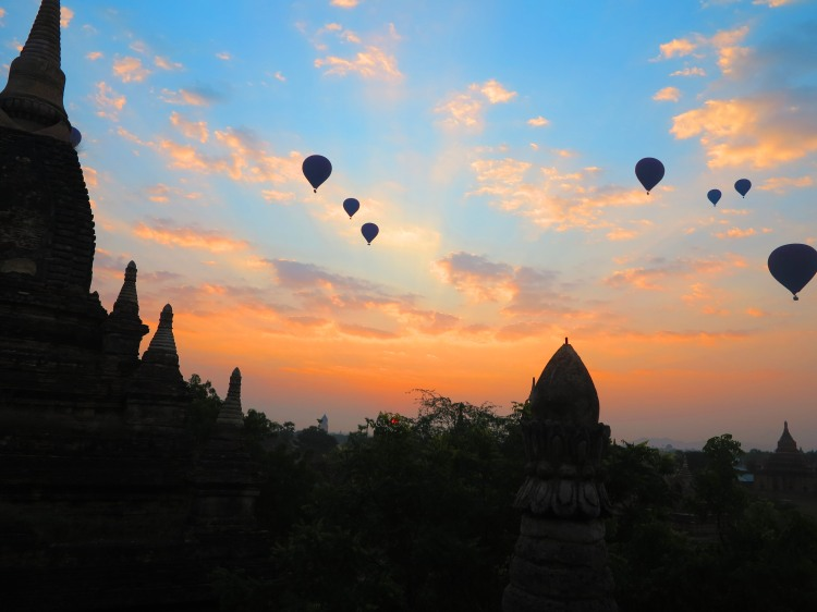 mya-bagan-sunrise-ballon