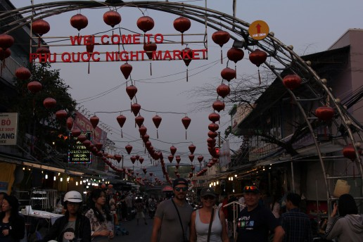 viet-phu-quoc-duong-dong-market