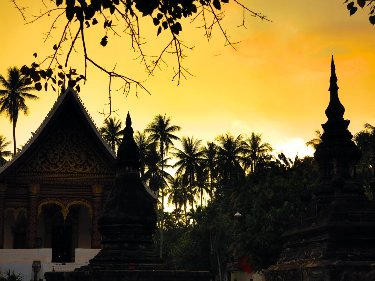laos-luang-prabang-sunset-temple