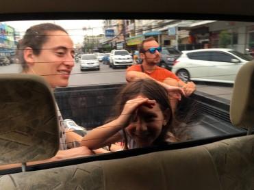 thai-ayu-pick-up-tour
