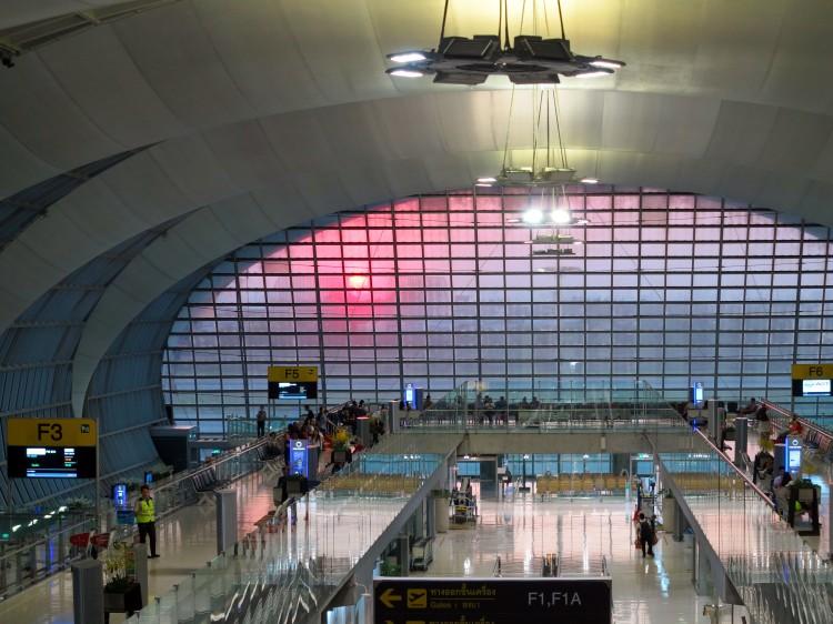thai-bkk-airport-depart