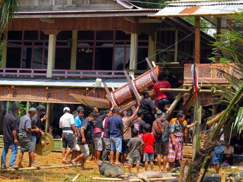 indo-sulawesi-tanah-toraja-enterrement-6