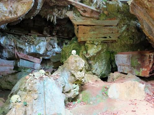 indo-sulawesi-tanah-toraja-enterrement-grotte-1