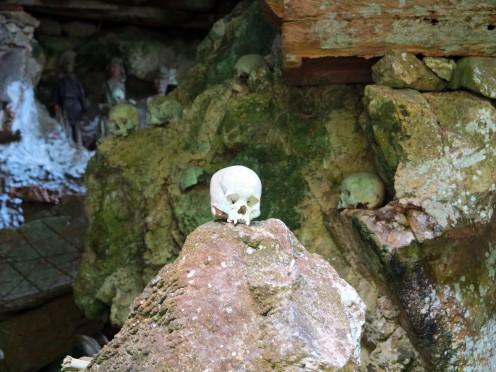 indo-sulawesi-tanah-toraja-enterrement-grotte-2