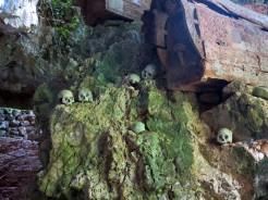 indo-sulawesi-tanah-toraja-enterrement-grotte-5