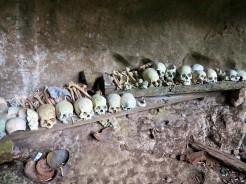indo-sulawesi-tanah-toraja-enterrement-grotte-6