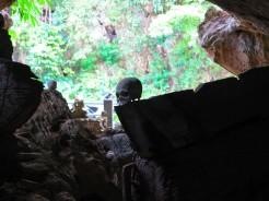 indo-sulawesi-tanah-toraja-enterrement-grotte-9