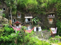 indo-sulawesi-tanah-toraja-enterrement-paroi-1