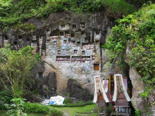 indo-sulawesi-tanah-toraja-enterrement-paroi-2