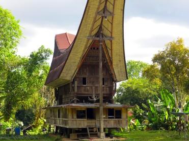 indo-sulawesi-tanah-toraja-maison-1
