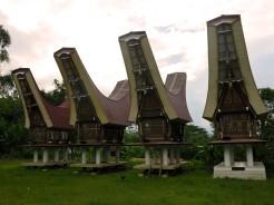indo-sulawesi-tanah-toraja-maison-neuve