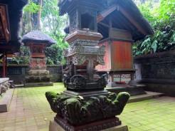 indo-bali-ubud-monkey-temple-8